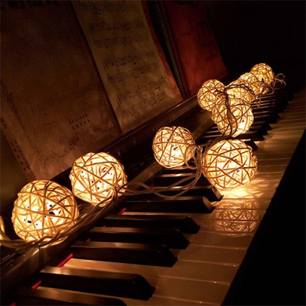 Guirlande LED avec des Boules de Rotin pour une Décoration Festive